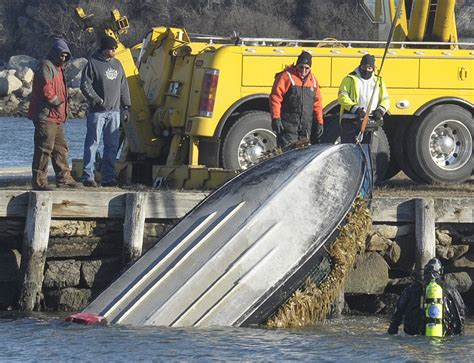 duck hunters boat capsized two massachusetts duck hunters die after fall into river