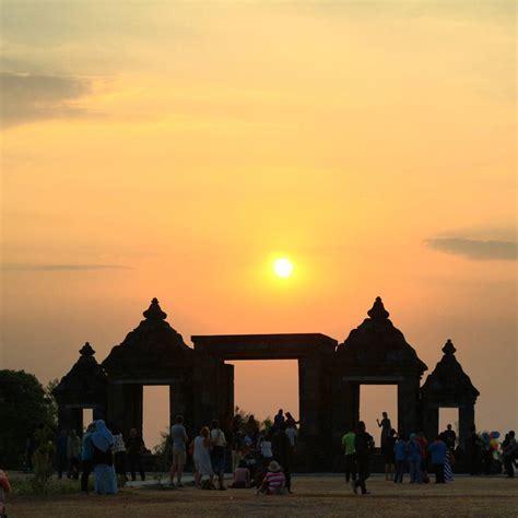 Candi Ratu Boko Yogyakarta : Siluet Indah Berlatar