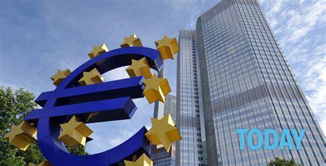 tasso interesse banche pro e contro dei tassi di interessi negativi praticati
