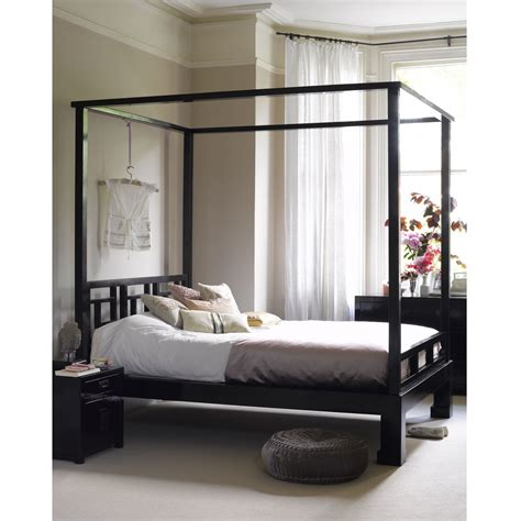 Four Poster Canopy Bed Bedroom Classic Black Lacquer Iron Canopy Bed With 4 Poster Using White Bedding Set Furniture