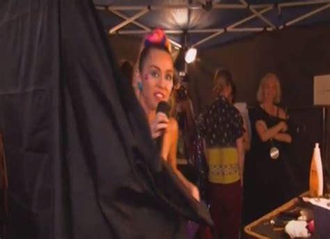 Wardrobe Miley Cyrus by Miley Cyrus Suffers Wardrobe Hosting 2015 Mtv