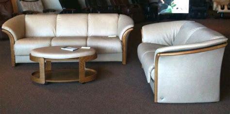 ekornes manhattan sofa dimensions ekornes manhattan leather ergonomic sofa loveseat