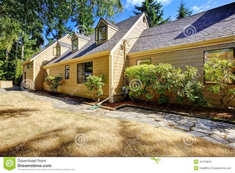 clean backyard house with clean backyard area and dry grass