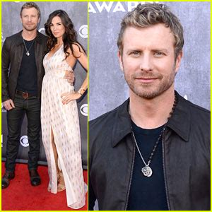 Dierks Bentley Married Dierks Bentley Acm Awards 2014 Carpet With