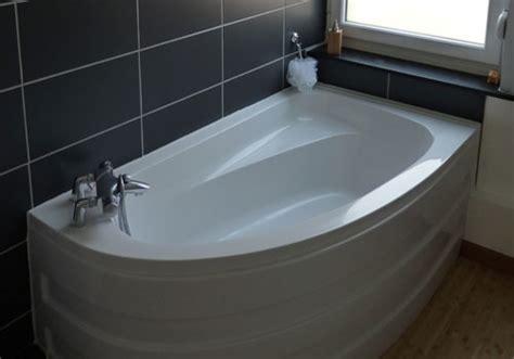 Installation de salle de bain : pose de baignoire douche
