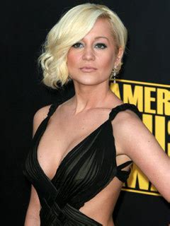 what does kellie pickler look like now in 2015 american idol contestant does dumb blonde to perfection