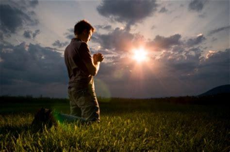imagenes de hombres orando de rodillas catholic net ejemplos de c 243 mo se aprende a rezar viendo