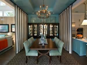 Incroyable Table De Cuisine Avec Tiroir #3: am%C3%A9nagement-cuisine-ouverte-table-ronde-avec-rallonge-beau-idee-chaise-bleu.jpeg