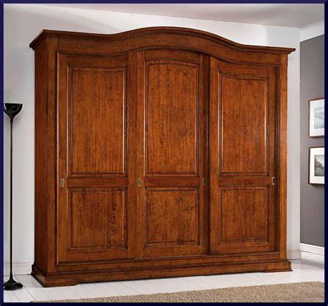 mobili in stile antico armadio in stile antico con ante scorrevoli la commode