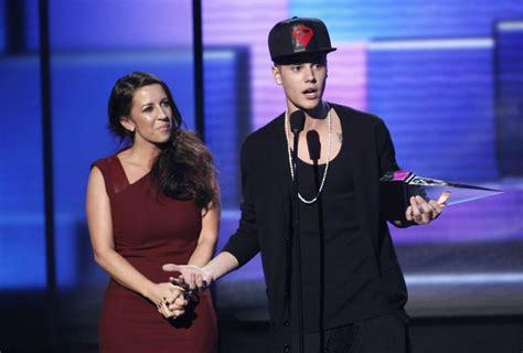 Justin Bieber S Mom Prays To Holy Spirit To Enlighten Her