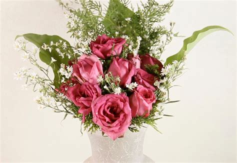 How To Arrange Roses In Vase how to arrange a dozen roses in a vase 11 steps with pictures