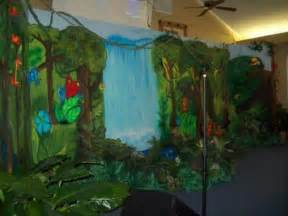 dekoration dschungel jungle safari vacation bible school decorating ideas