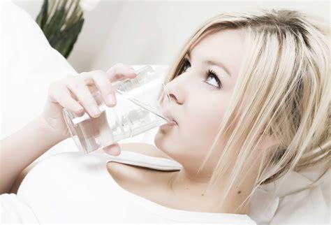 bere acqua rubinetto bere acqua a digiuno aiuta a dimagrire