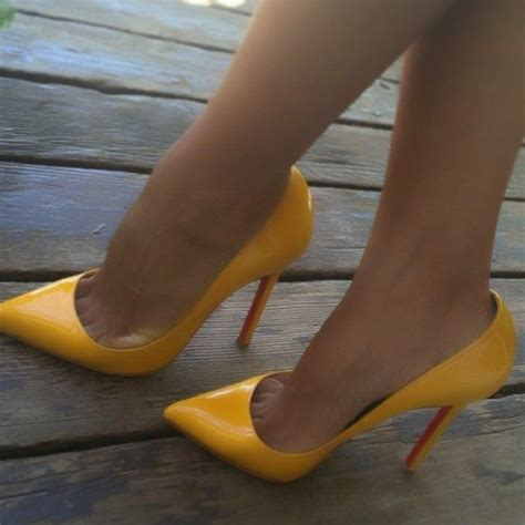 Sticking A Foot Into The Toe Cleavage Debate by 78 Images About Lovely On Shoes