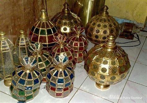 Lu Hias Gantung Untuk Masjid merangkai laba dari usaha pembuatan lu hias