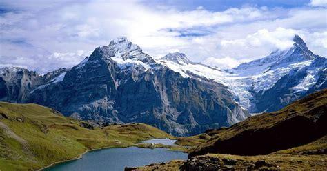 gambar pegunungan bersalju indah