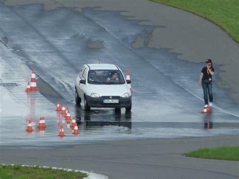 Kfz Versicherung Günstiger Durch Fahrsicherheitstraining by Rothe Fahrschulen Fahrsicherheitstraining
