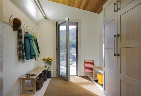 sitzbank flur landhausstil wie die flurgestaltung modern und funktional durch eine