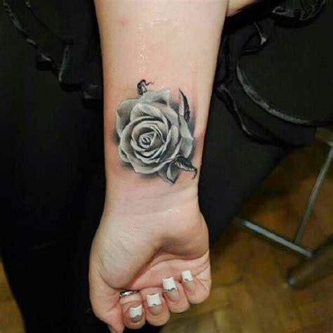 imagenes de rosas tattoo tatuajes de rosas significado y 70 ideas belagoria la