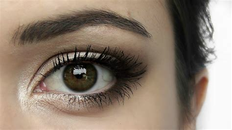 Eyeshadow For eye makeup how to elongate your