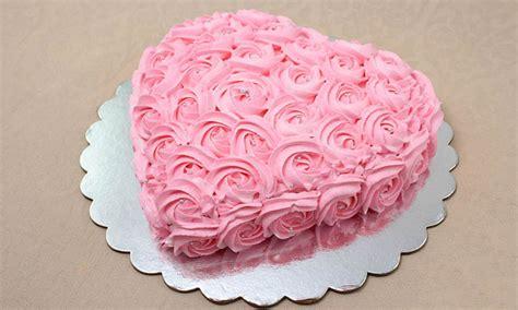 miraflores torta buttercream en forma de corazon de