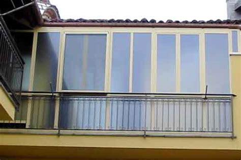 veranda su balcone verande e chiusure in alluminio