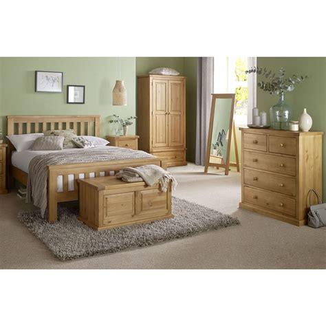 chunky pine bedroom furniture aylesbury solid chunky pine furniture 5 king size bed