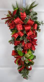 Elegant christmas poinsettia wreath a truly elegant wreath filled with