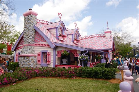 minnie s house disney world disney world mickey mouse house www imgkid com the image kid has it