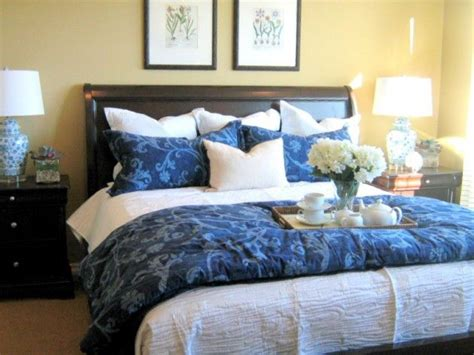 pillows for king size bed 7 ways to arrange bed pillows pillow arrangement king