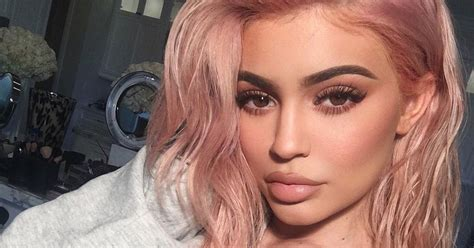 kylie jenner face shape kylie jenner analyzes her sisters eyebrows teen vogue