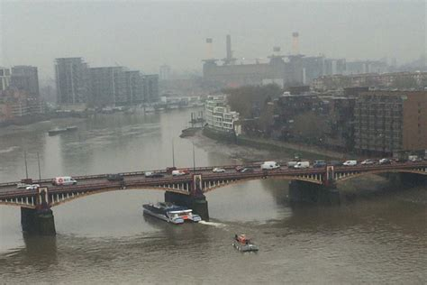 thames clipper lost property commuters rescued after thames clipper breaks down beneath