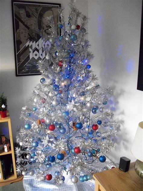 the average designer silver aluminum christmas tree