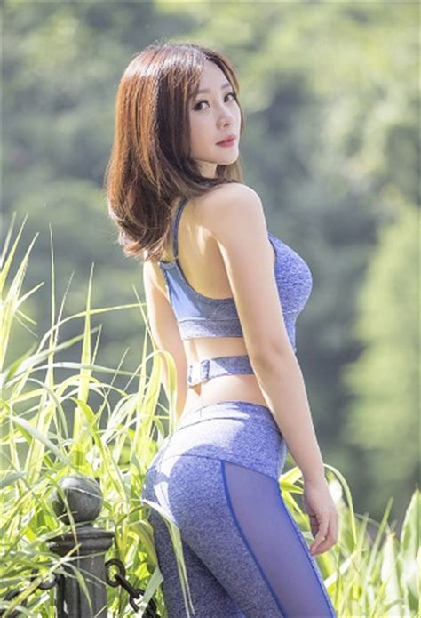 Liu Yan Hot Yoga By The Beach Hot Bodybuilding By The Road Sporela Com Let S Spore La With