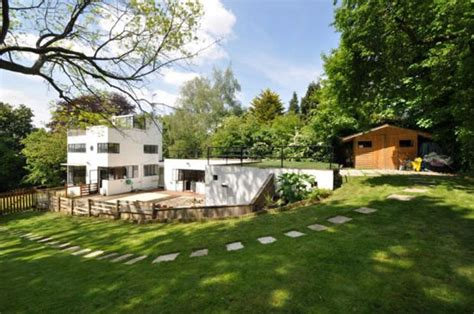 Sun House by Amersham Wowhaus