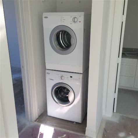 trockner und waschmaschine übereinander schrank f 252 r waschmaschine und trockner waschmaschine und