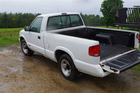 chevy bed liner 1994 chevy s10 with bedliner and matching topper for sale