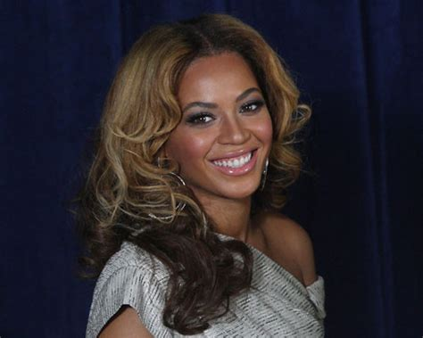ombre light on top dark on bottem 35 sexy beyonce hairstyles creativefan