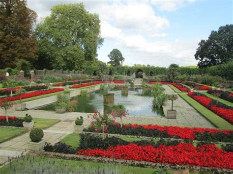 kensington palace gardens michele bergh photography victoria statue and kensington palace picture of