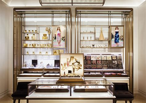 Parfum Shop For a look inside burberry s new flagship on rodeo drive pursuitist