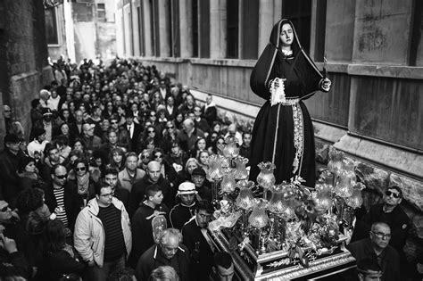 film con enigmi e misteri l artigianato e i riti della settimana santa a taranto