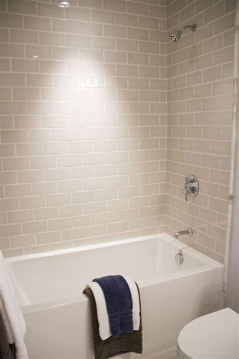 Meer dan 1000 ideeën over Beige Tile Bathroom op Pinterest   Beige Keuken, Betegelde Badkamers