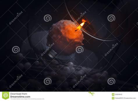 combustione candela piccola combustione della candela nella notte dentro il