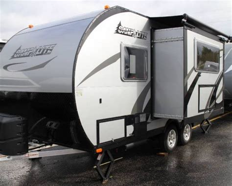 travel trailer with king bed 17 best images about travel trailers on pinterest the