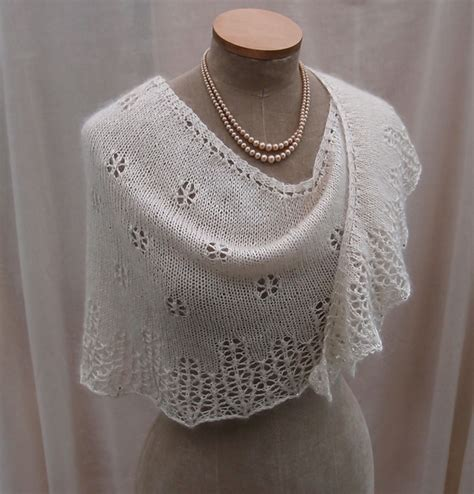 knit lace shawl pattern easy snowflakes icicles pattern by sue lazenby ravelry