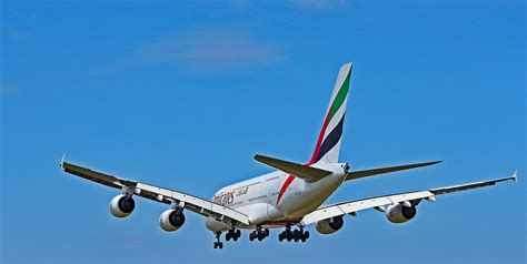 emirates yyz a6 eoc emirates airlines airbus a380 landing at yyz