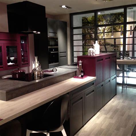 cuisine showroom showroom mobalpa cuisine grise et prune
