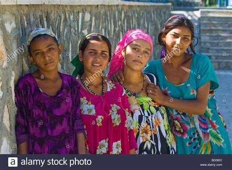 women uzbek stock photos women uzbek stock images alamy young uzbek women in bukhara uzbekistan stock photo