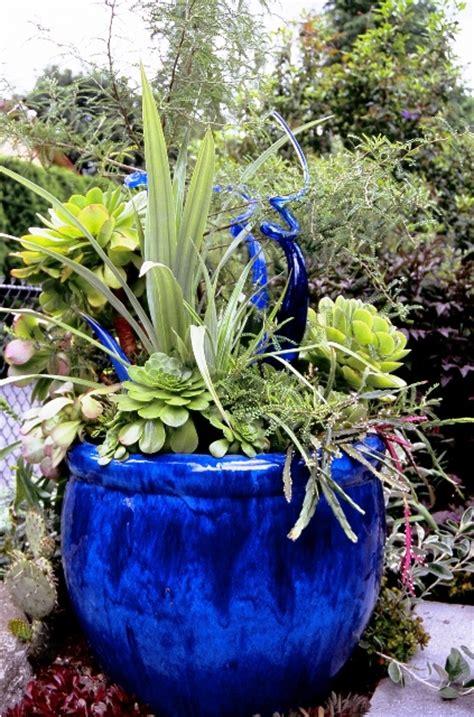 Blue Garden Pots Debra Prinzing 187 Post 187 A True Blue Garden With A Of