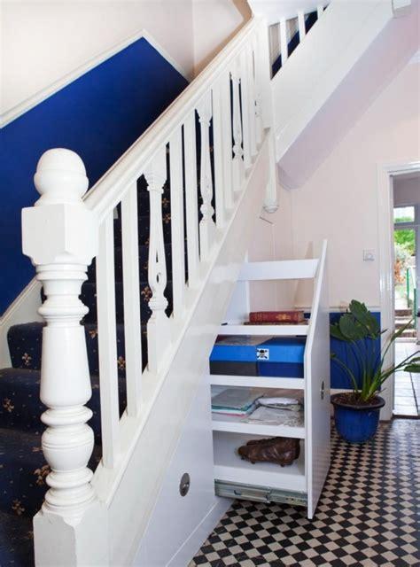 treppenflur farblich gestalten treppenhaus renovieren 63 ideen zum neuen streichen